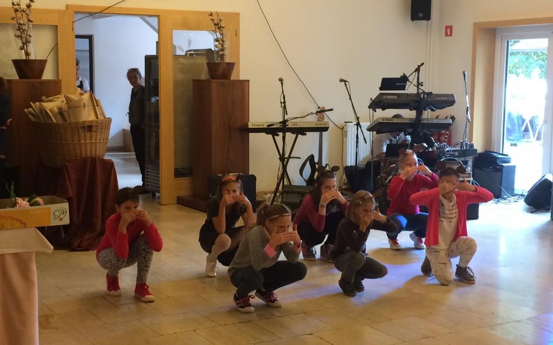 26.9.2015 – Četrtošolke plesale v Kostanjevici